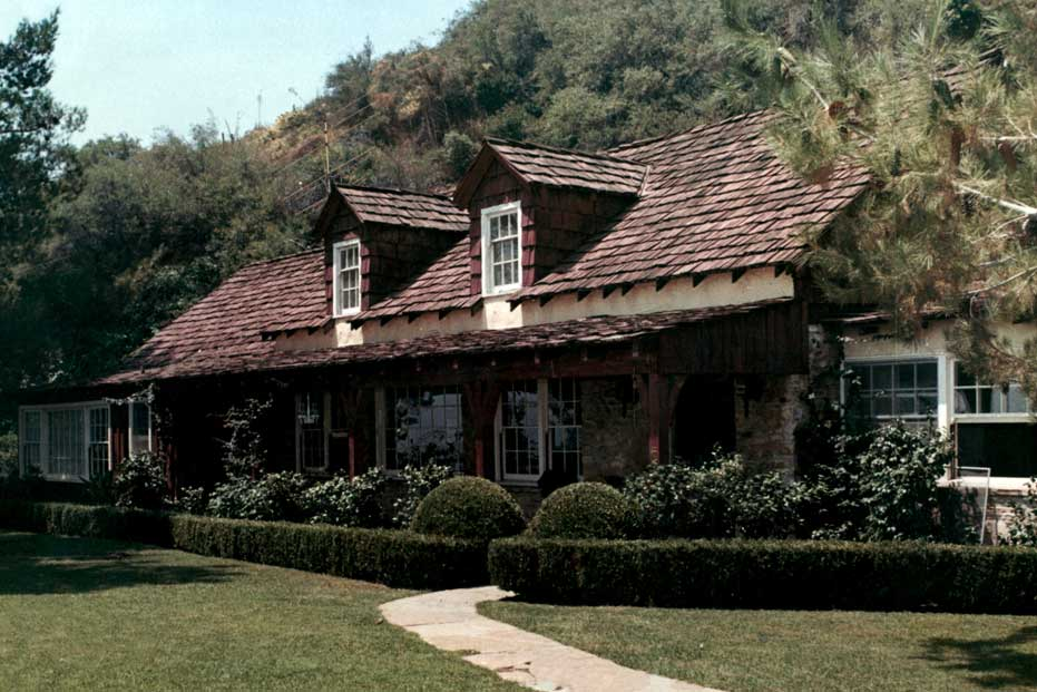 Sharon tate house also used by trent reznor marilyn manson for Murder house tour los angeles